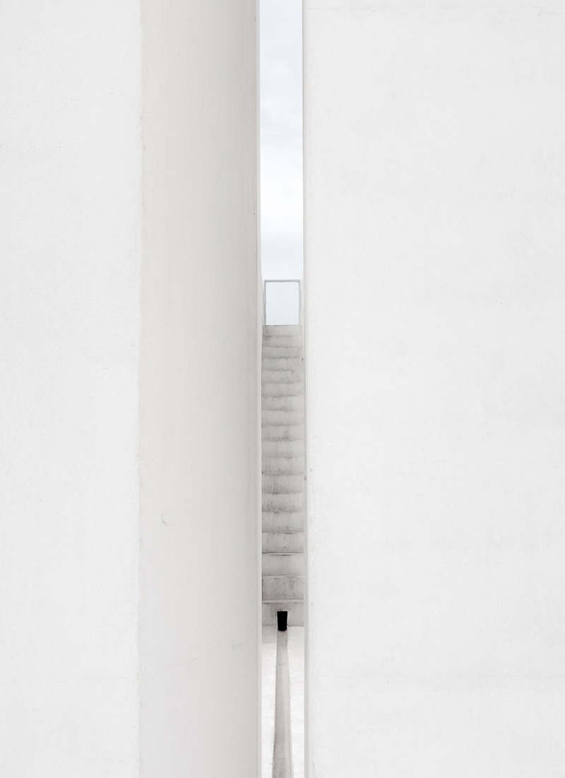 Aesence | White Square by Richard Jochum