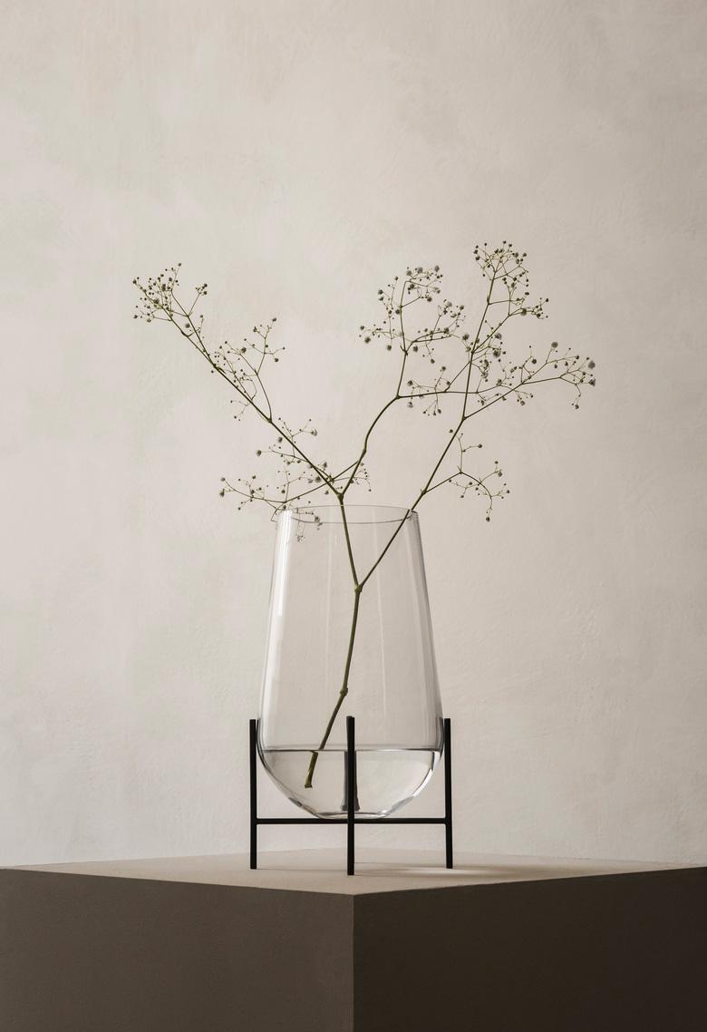 Aesence | Echasse Vase by Menu